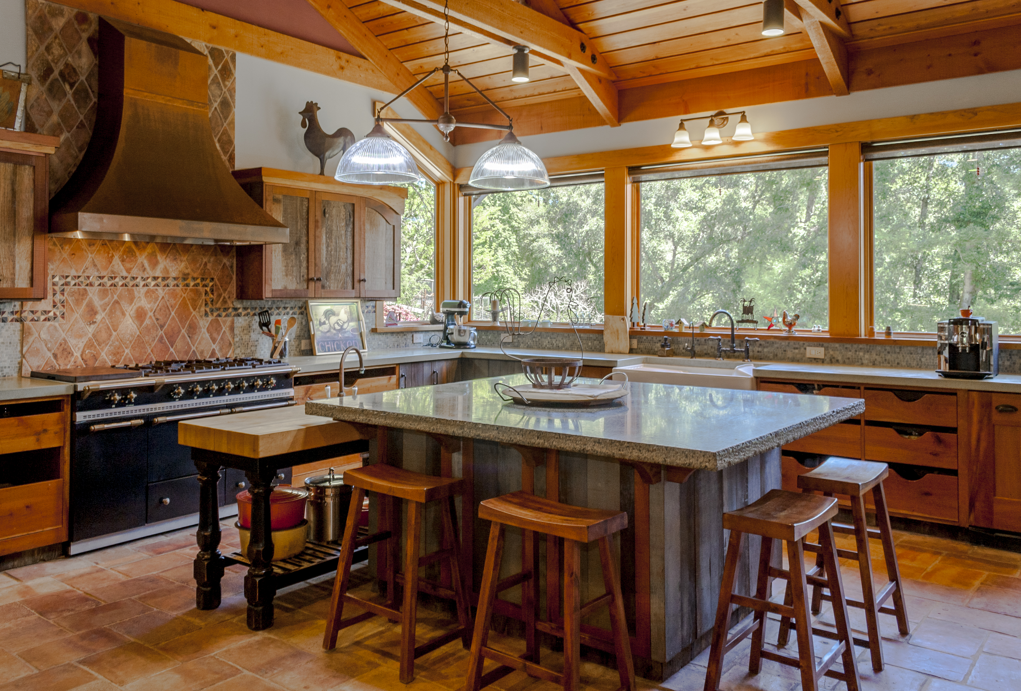 Sunny & private modern mountain farmhouse on almost 12 acres!