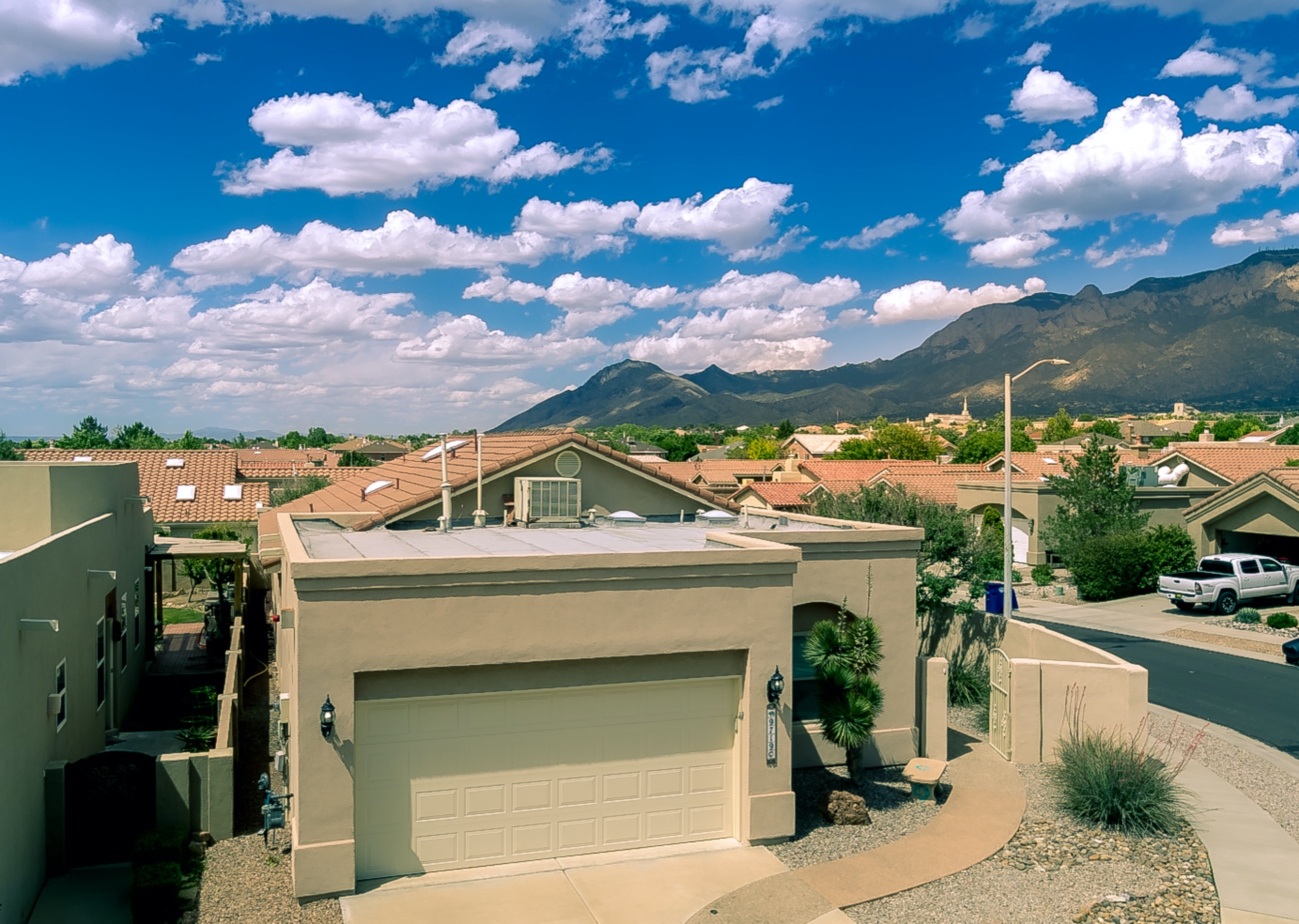 Quintessence beauty with Sandia Mountain Views!