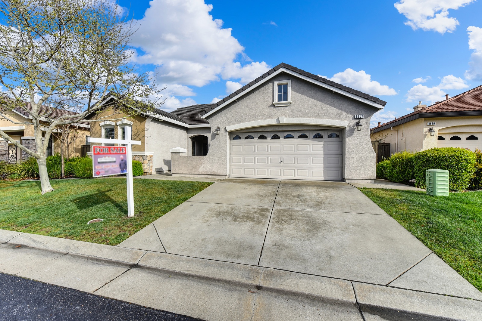 West Roseville gated community one story beauty!