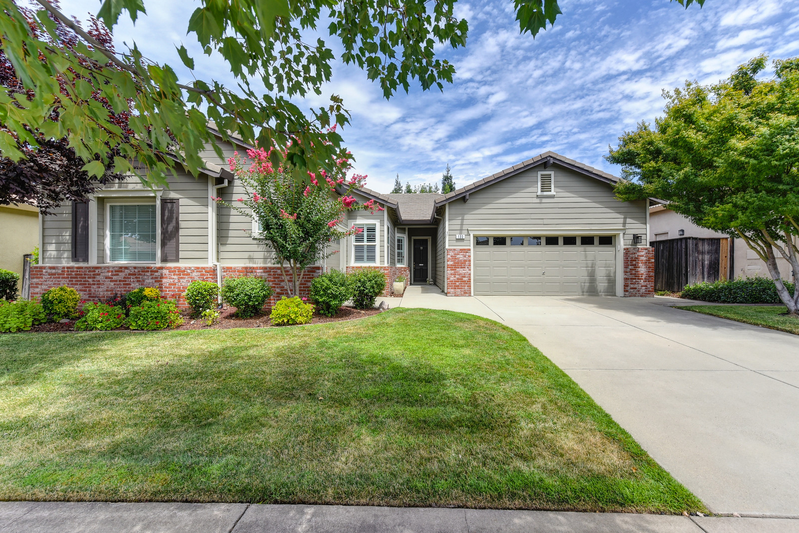 One story Central Roseville Beauty!