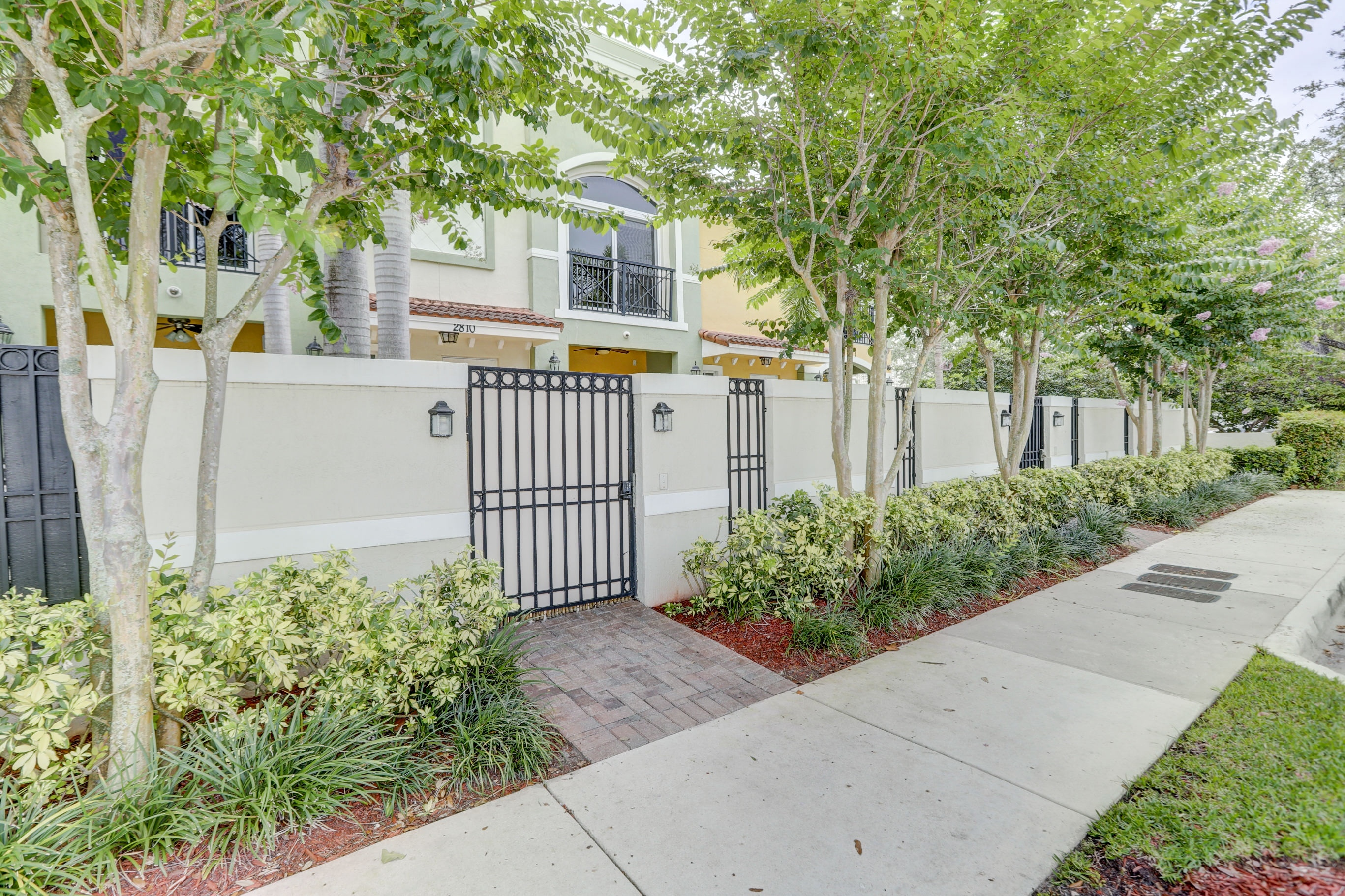 GORGEOUS FORT LAUDERDALE TOWNHOME 1/2 MILE FROM THE BEACH