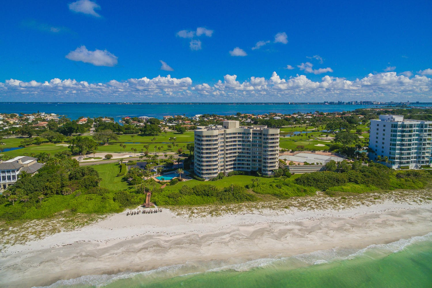 SPacious, Renovated & Furnished Beachfront Condo!