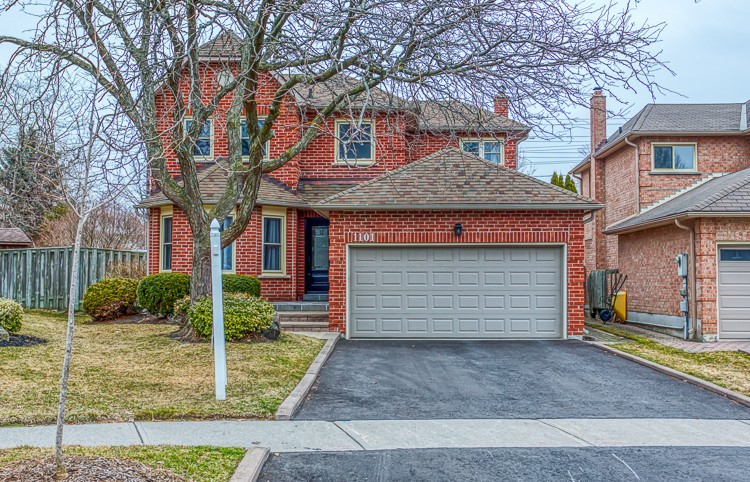 Family Home in Quiet Pickering Neighbourhood