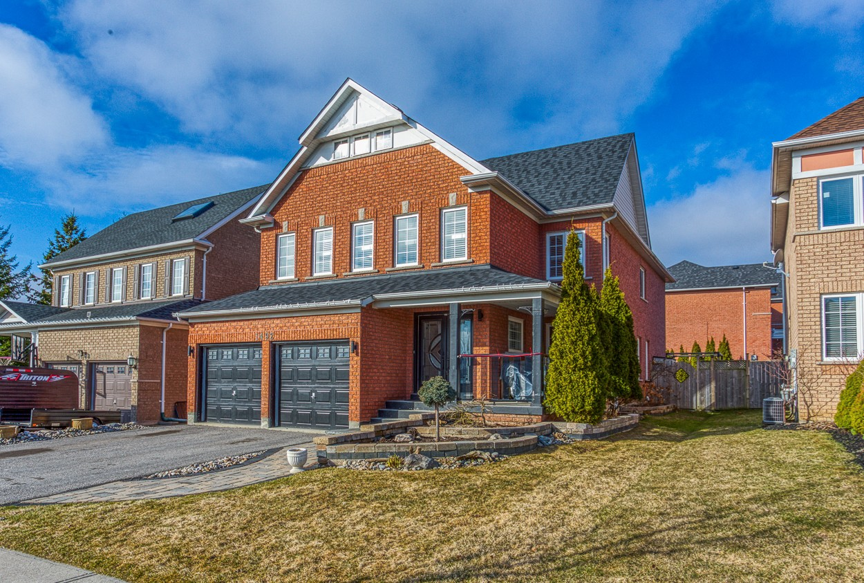 Large Family Home in Popular North Oshawa Neighbourhood
