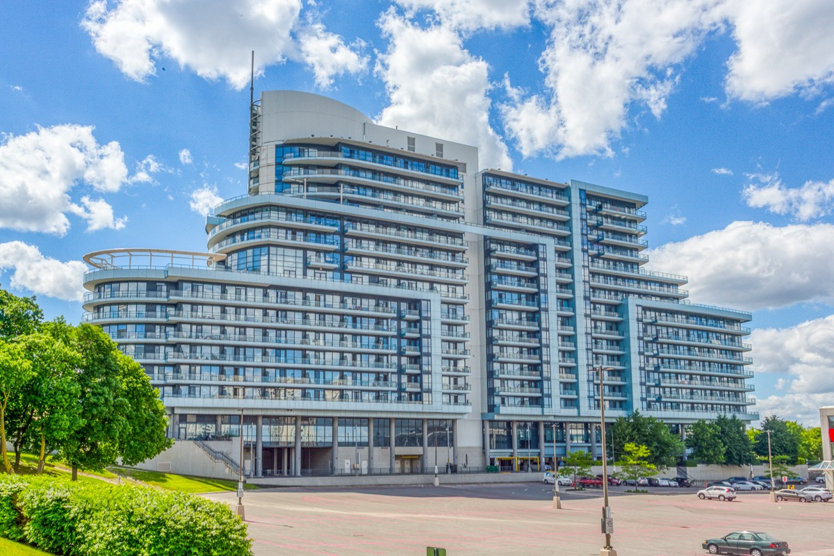 Beautiful Apartment Condo on Bayview Avenue, Toronto
