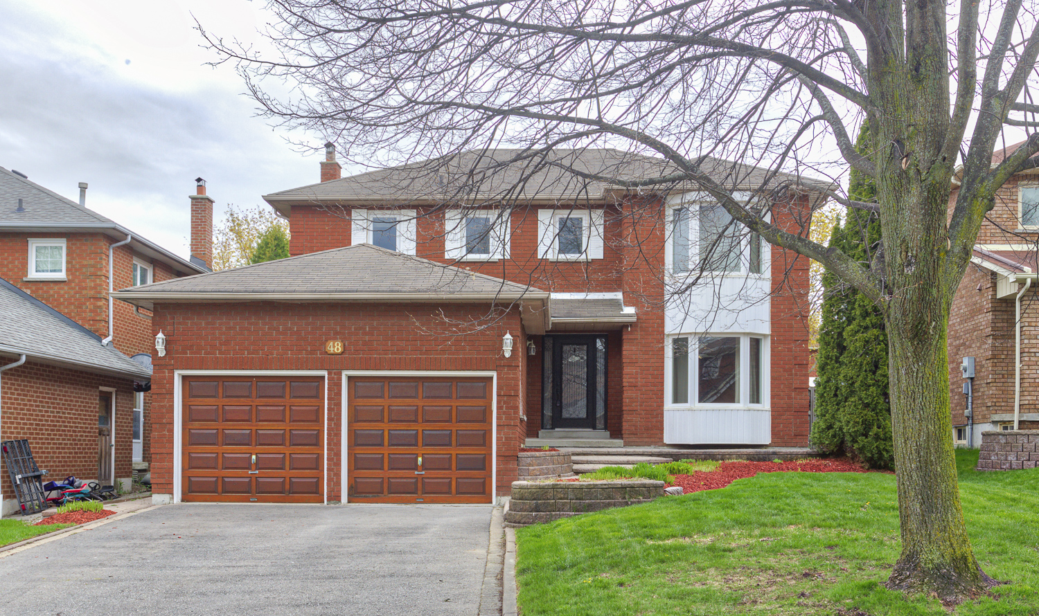 Beautiful Family Friendly Home in Sought After Pringle Creek Neighbourhood