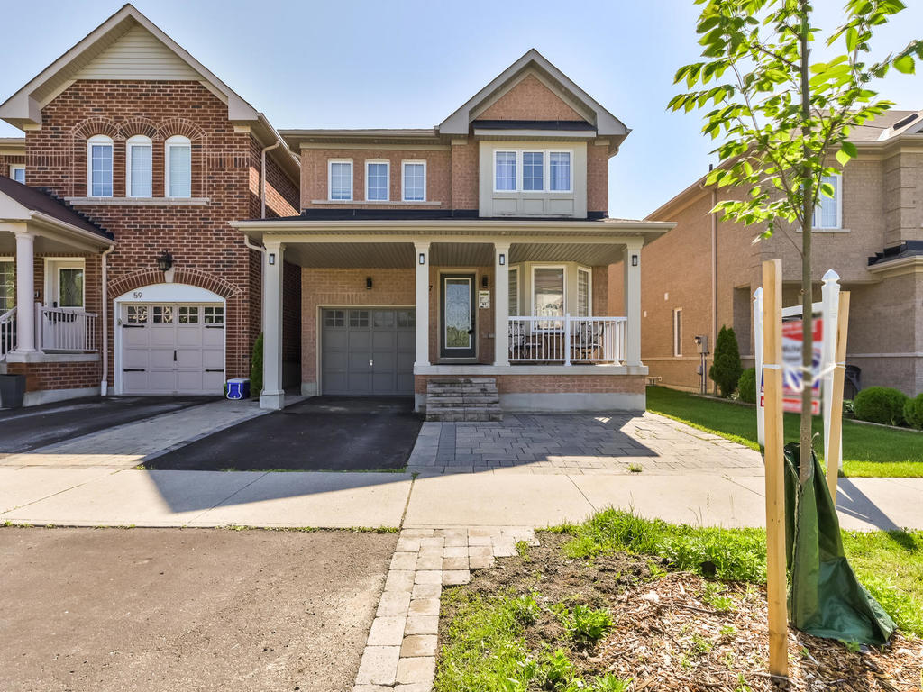 Beautiful Home in High Demand North Whitby Neighbourhood!