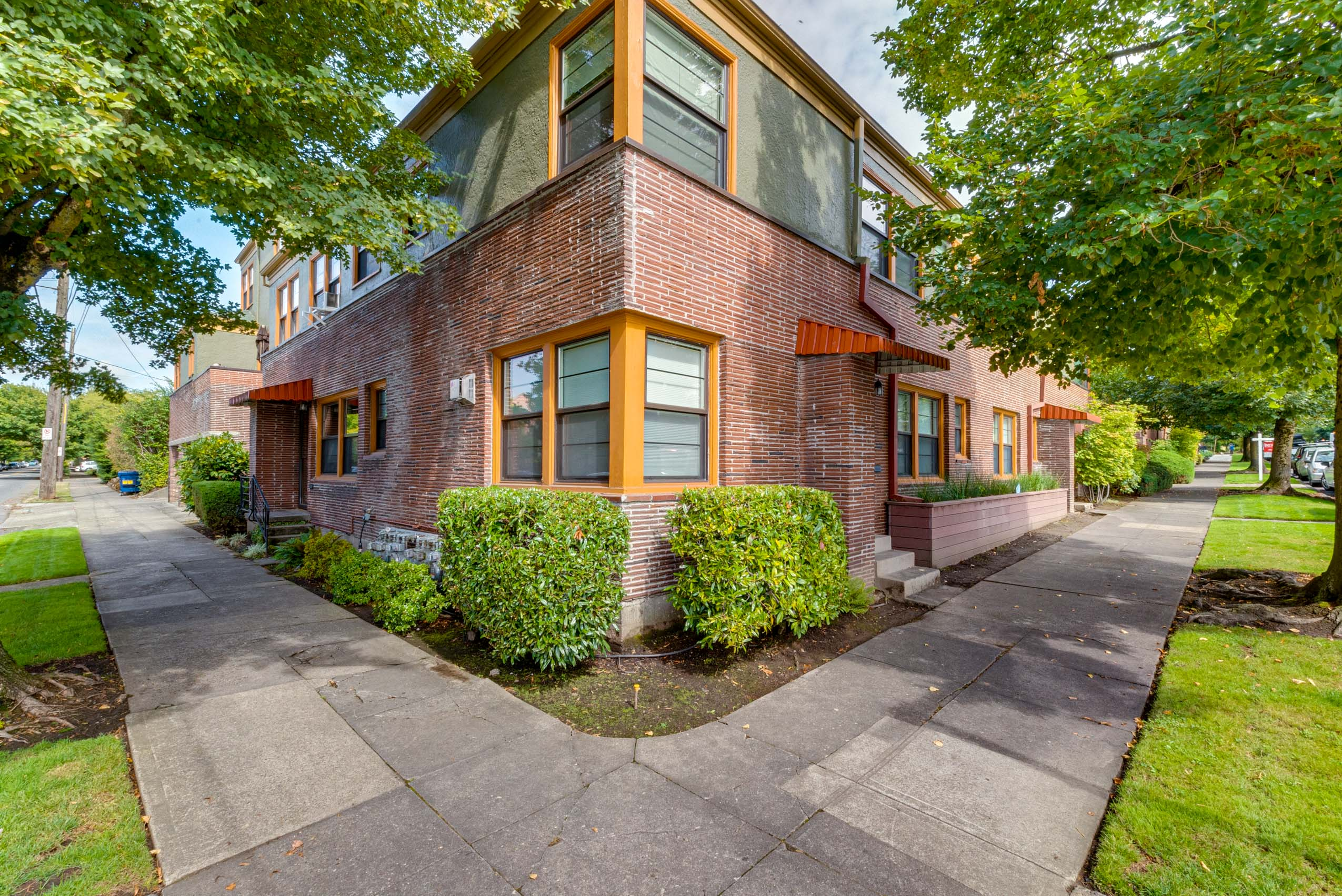 Vintage Mid Century Condo in heart of it all, on Quiet Courtyard