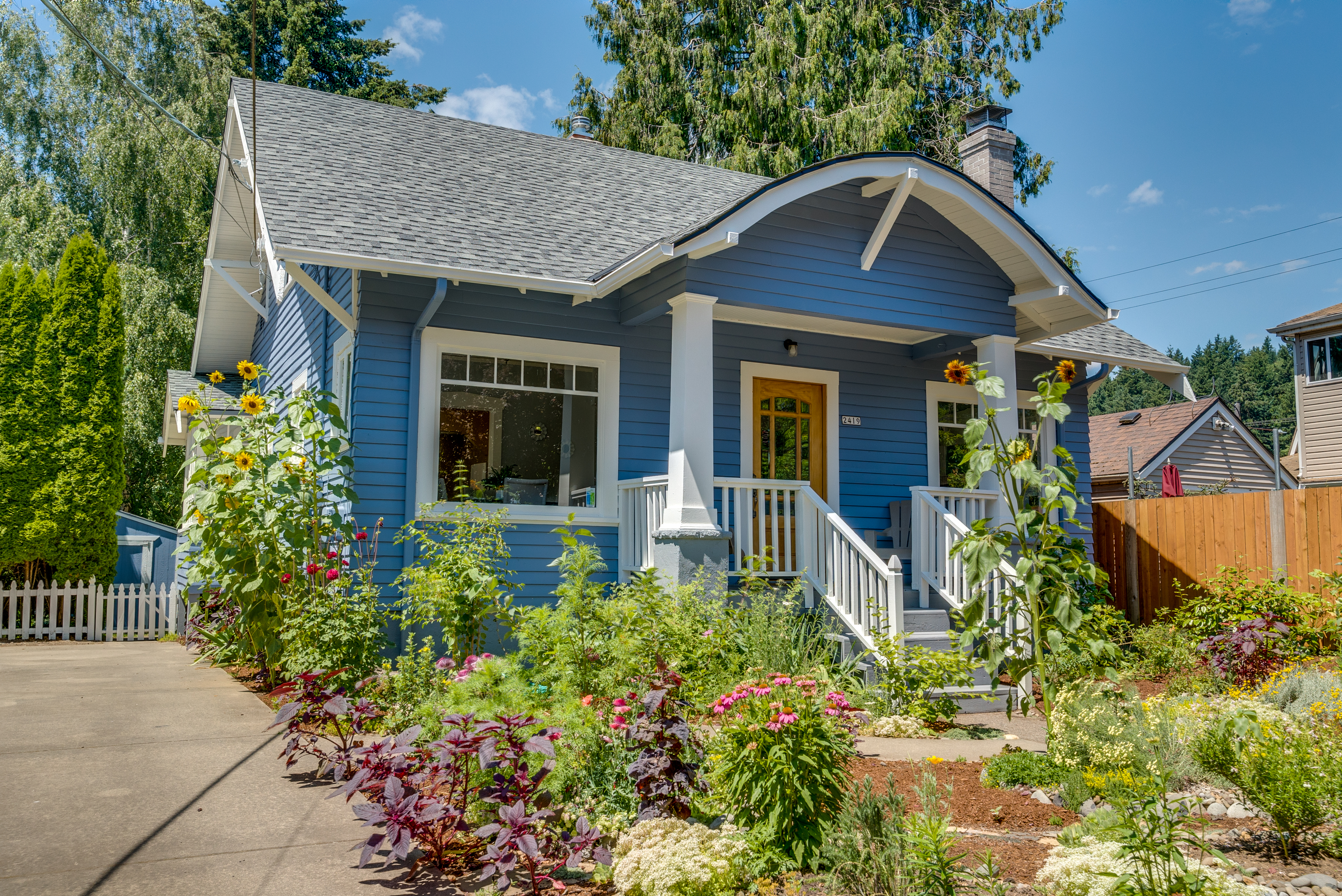 Gardener's dream with giant back yard. So close to Tabor! OPEN SAT & SUN July 7 and 8