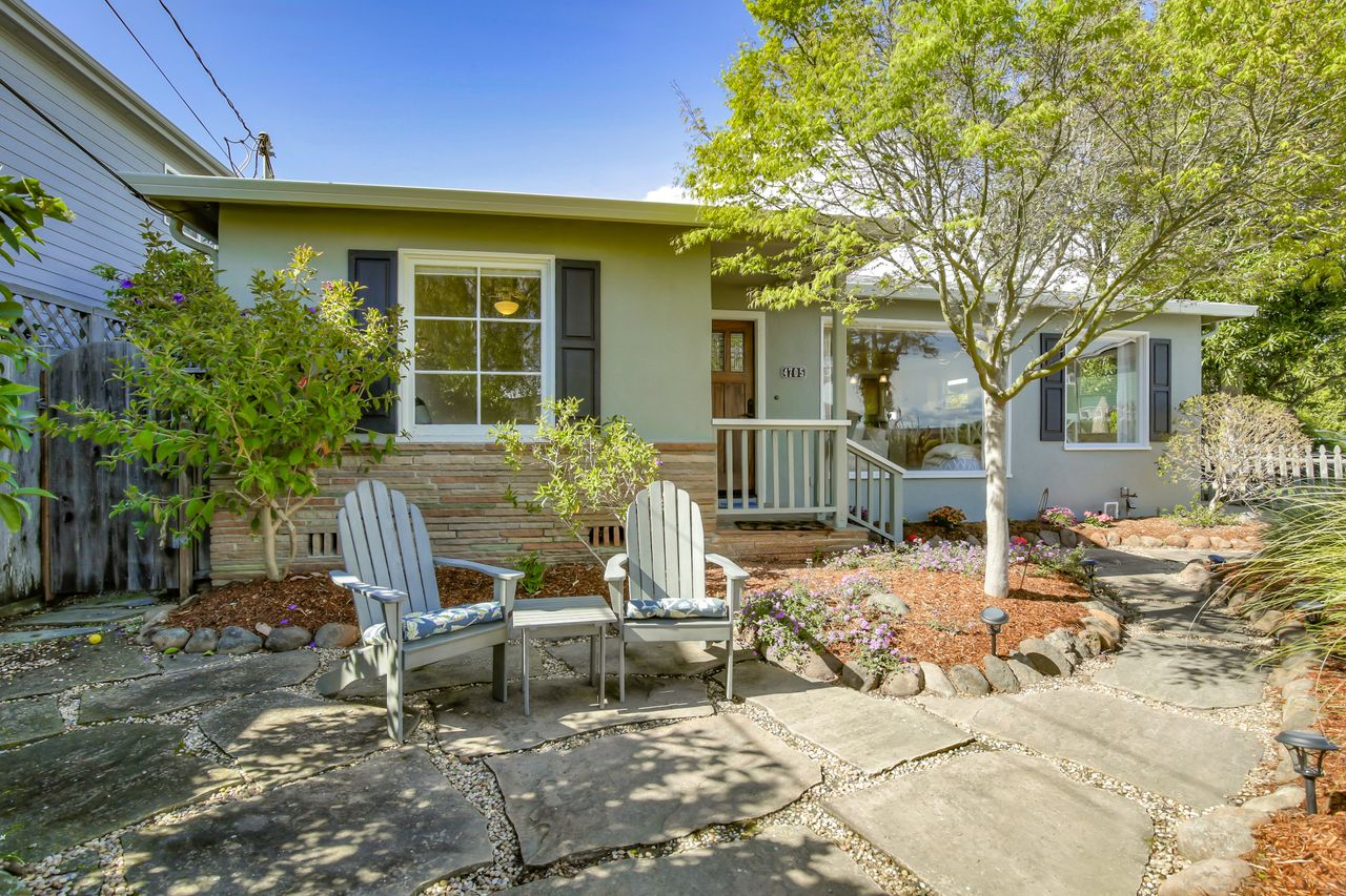 Great Beach house + Studio on Opal Cliff Dr. !!