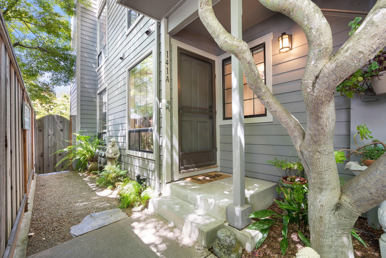 Harbor Village! Single level - corner unit. 2 Bedroom, 2 Bathroom with patio and spa!