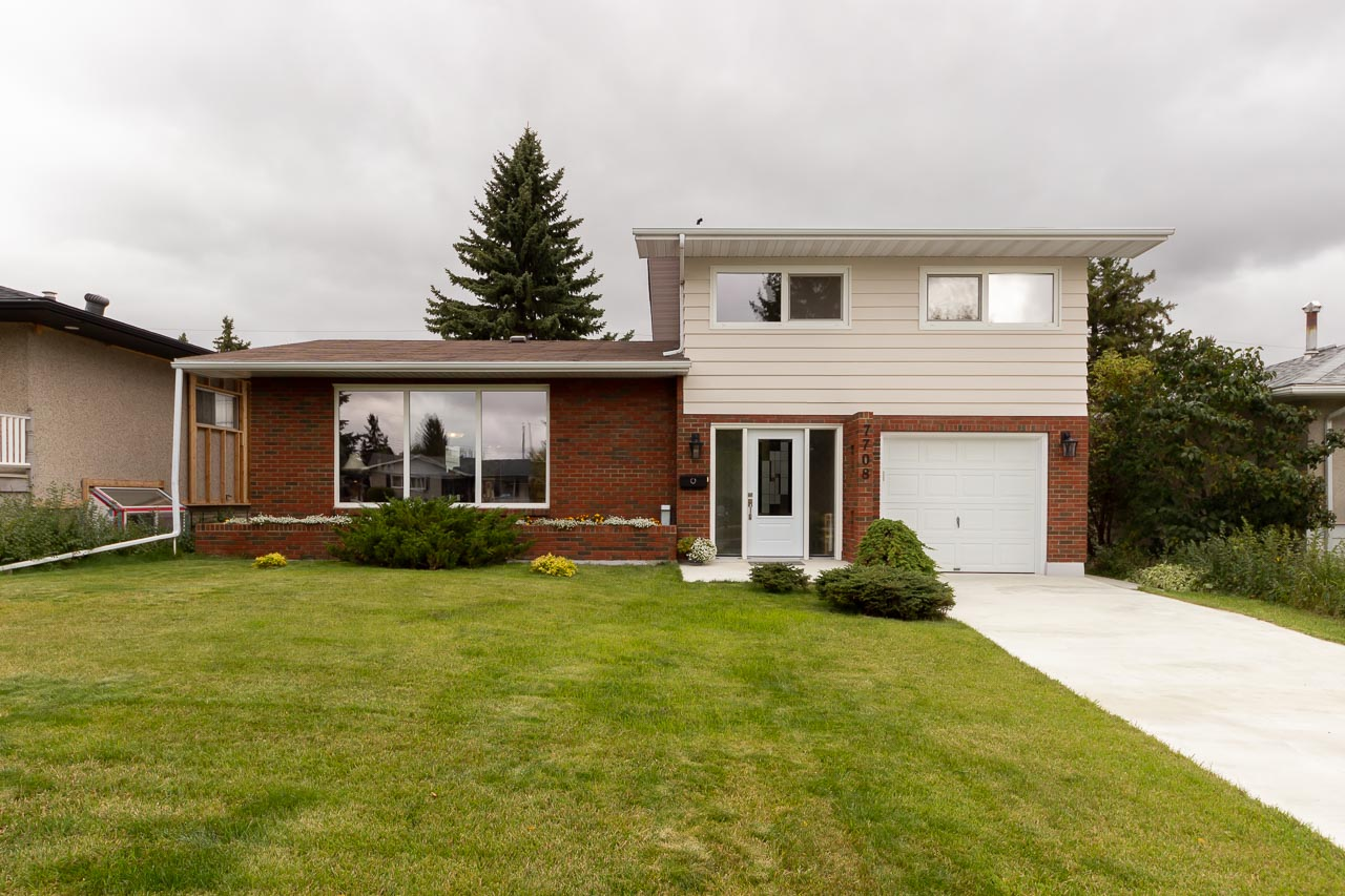 Beautifully upgraded 4 level Split in Forest Heights