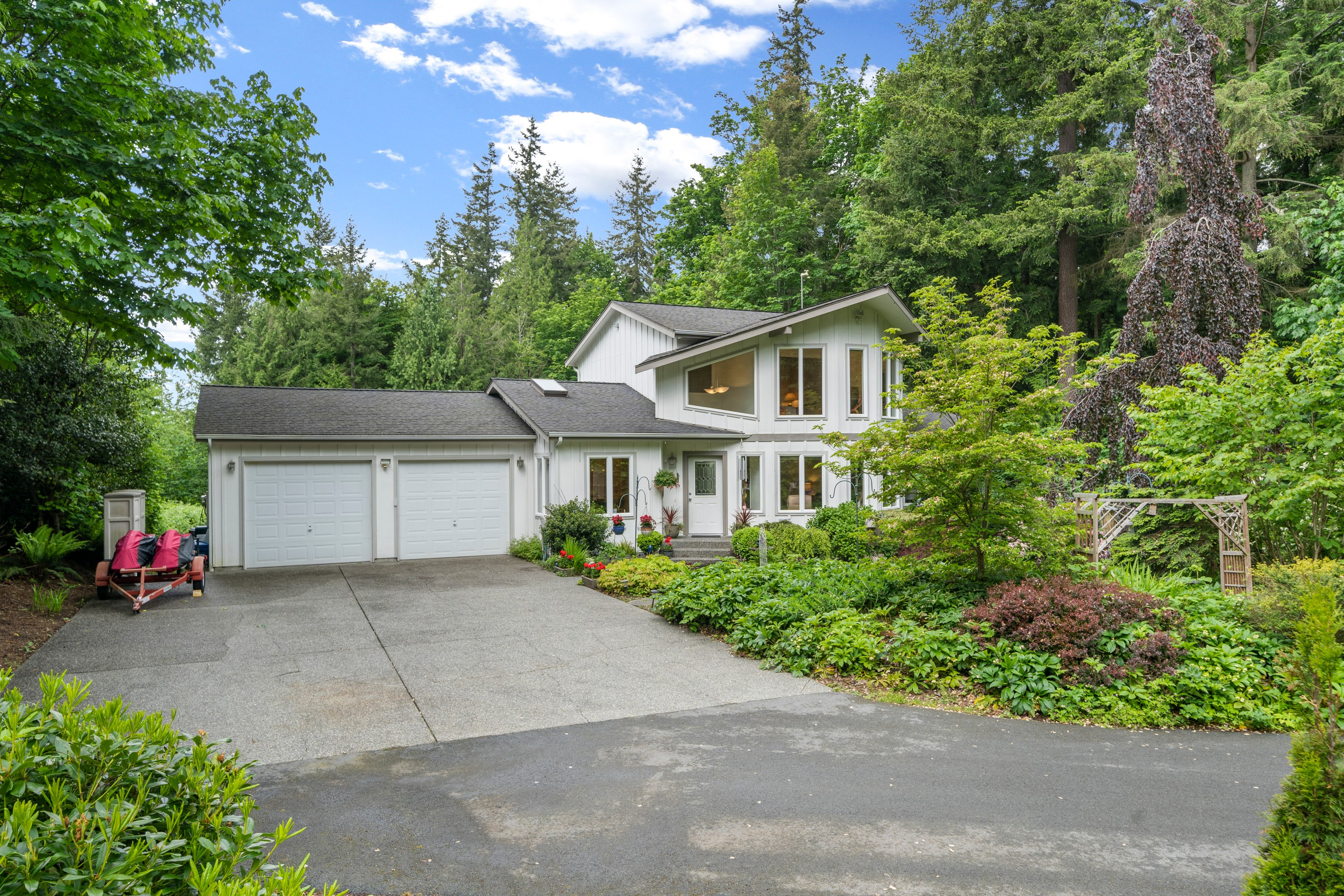 A Beautiful Home in Ideal Lake Goodwin Location
