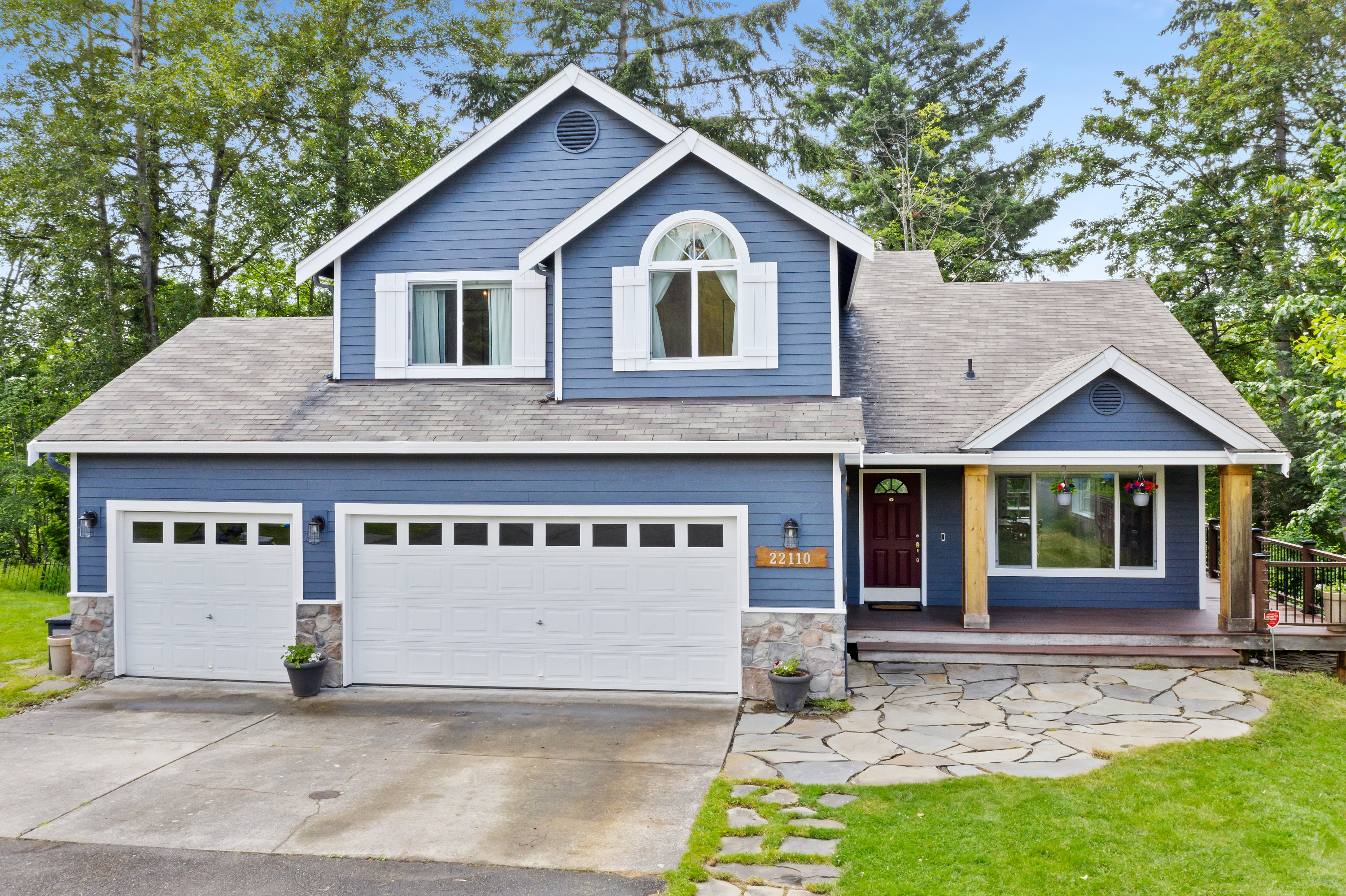Move-in ready Bothell beauty on a private green belt