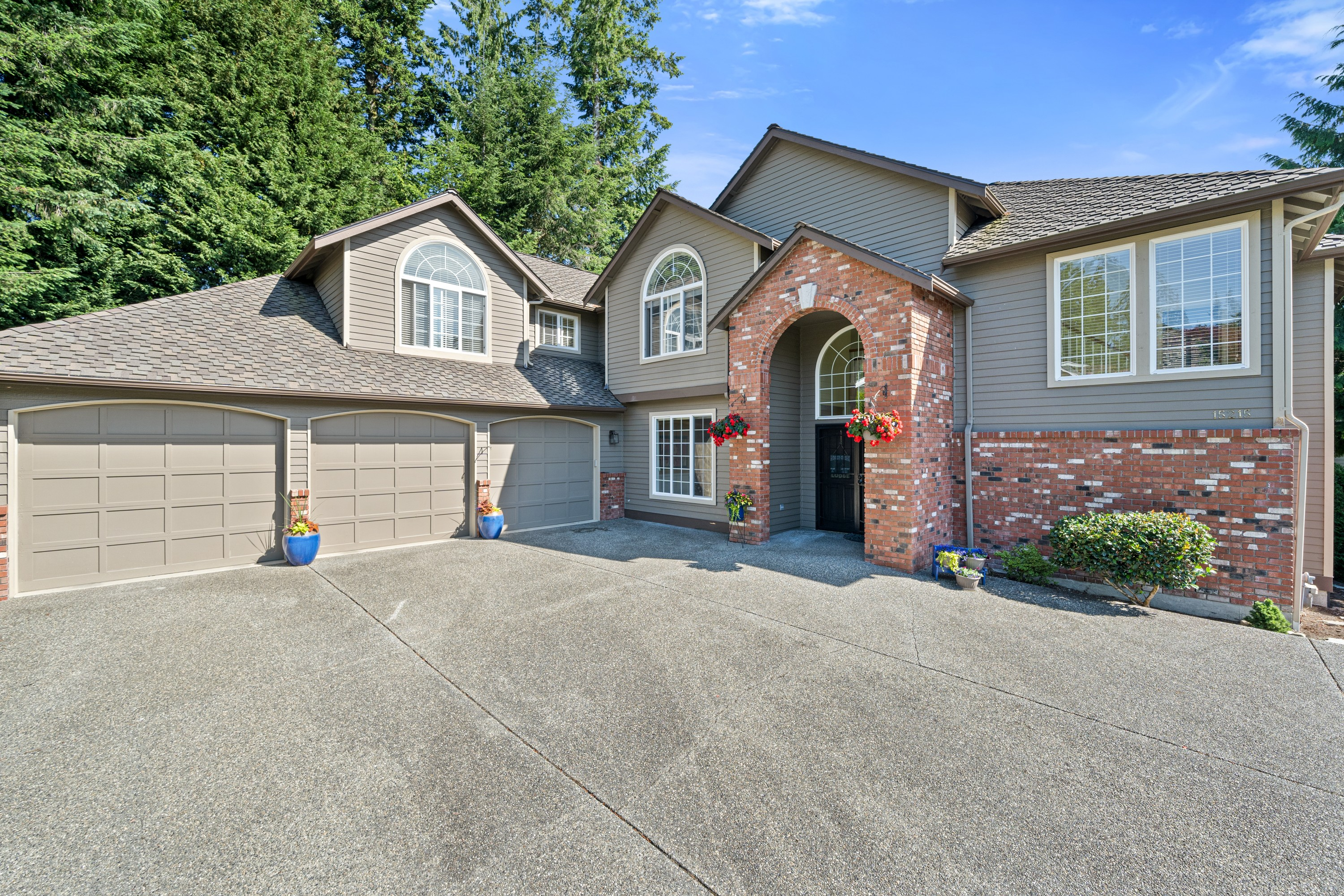 Welcome to this fabulous updated 4 bedroom plus den home in Juniper on a private, cul-de-sac, lot