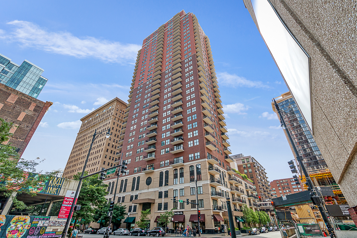 BEST VALUE FOR A 3 BED / 3 BATH IN THE SOUTH LOOP!