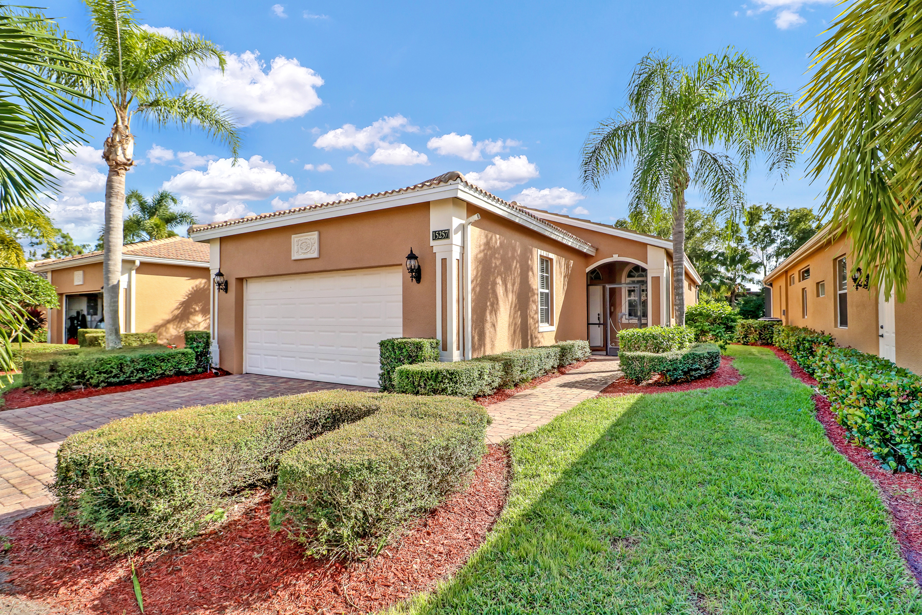 Steal of a Deal - SFH under $ 300K in North Naples!